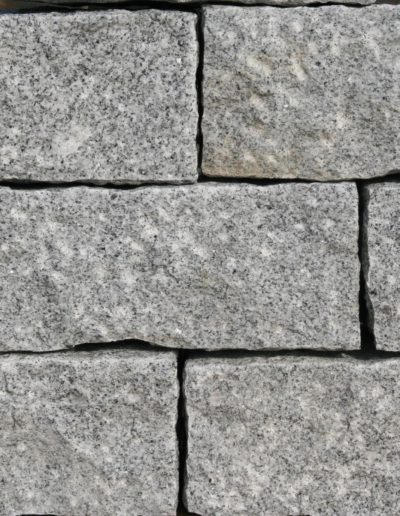 Granit hellgrau, gespitzt