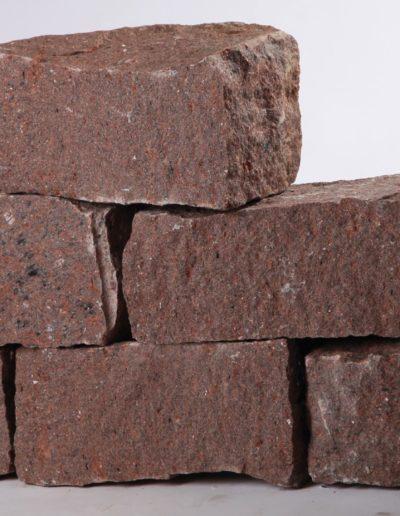 Granit rot/schwarz geadert, spaltrau