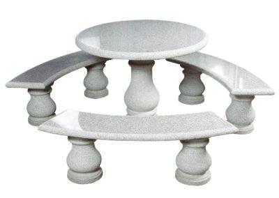 Tischgruppe mit 3 Granitbänken